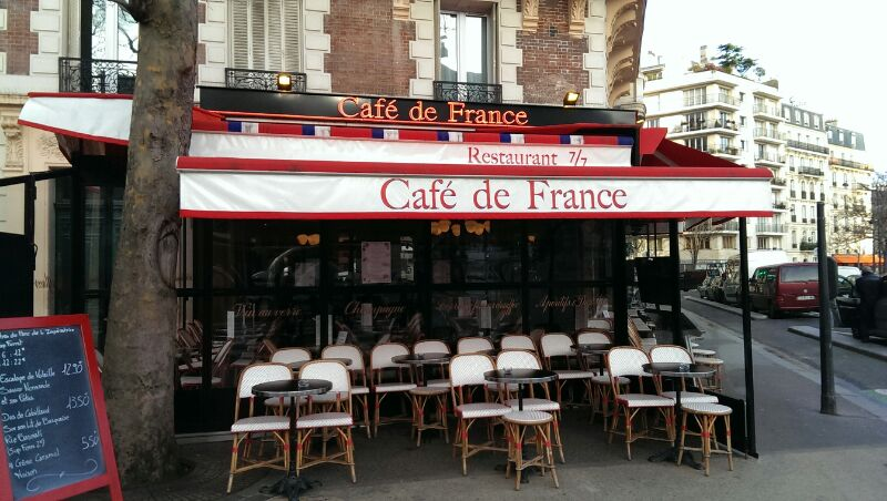 It only happens once a year – Paris in Paradies